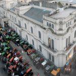tractorazo frente a casa de gobierno -j.blanco